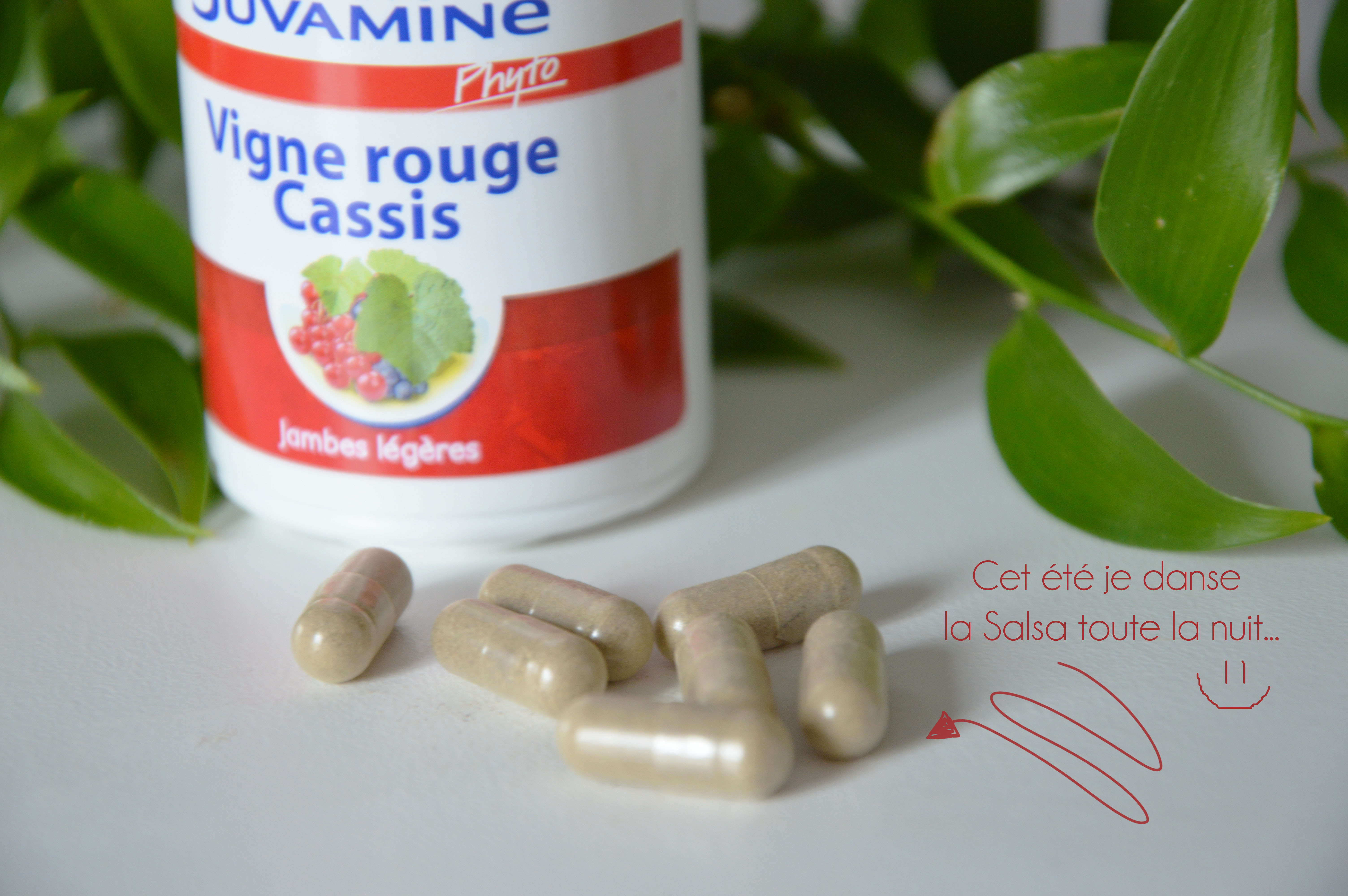 ALITTLEB_BLOG_BEAUTE_JUVAMINE_COMPLEMENTS_ALIMENTAIRES_REVUE_VIGNE_ROUGE_CASSIS_JAMBES_LEGERES_ZOOM