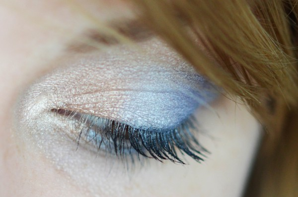 ALITTLEB_BLOG_BEAUTE_RESERVE_NATURELLE_DREAM_COLORS_ET_SES_MAKEUPS_EN _ATTENDANT_LES_COCKTAILS_ON_SE_FAIT_UN_LOOK_VITAMINE_BLUE_LAGOON_MAKEUP_ZOOM2