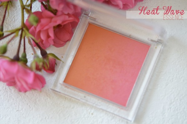ALITTLEB_BLOG_BEAUTE_LES_5_BLUSHS_QUI_VONT_ACCOMPAGNER_MON_ETE_SELECTION_ESSENCE_HEAT_WAVE_BLUSH_UP_PACKAGING