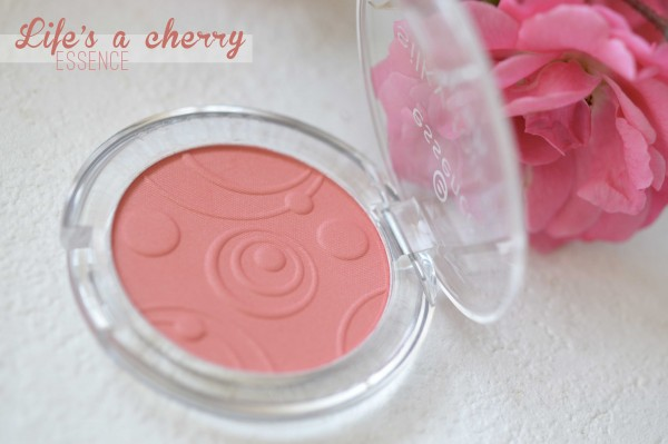 ALITTLEB_BLOG_BEAUTE_LES_5_BLUSHS_QUI_VONT_ACCOMPAGNER_MON_ETE_SELECTION_ESSENCE_LIFE_IS_A_CHERRY_SILKY_TOUCH_BLUSH_PACKAGING