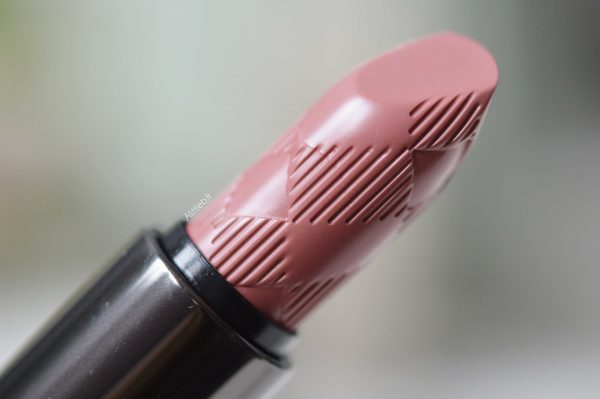 ALITTLEB_BLOG_BEAUTE_LYON_BUERBERRY_KISSES_ET_LIP_VELVET_ON_ADOPTE_LES_BURBERRY_LIPSTICKS_BURBERRY_KISSES_LIPSTICK_BLOSSOM_PINK_29_PACKAGING_ZOOM